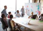 reunion-professionnelle-travail-salle-collegues-entreprise