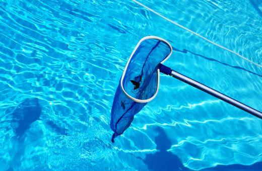 les principales tapes d entretien d une piscine chauff e. Black Bedroom Furniture Sets. Home Design Ideas