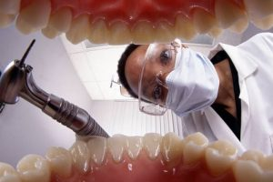 dentiste-dents-bouche-consultation-fraise-masque