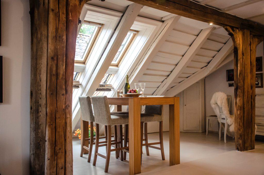 Combles aménagés en petite salle à manger